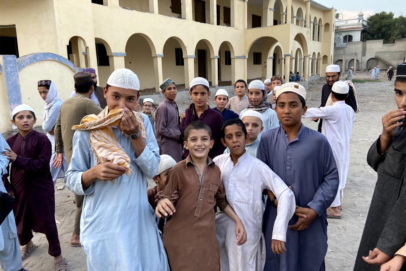 bambini sorridenti, viaggio in Pakistan