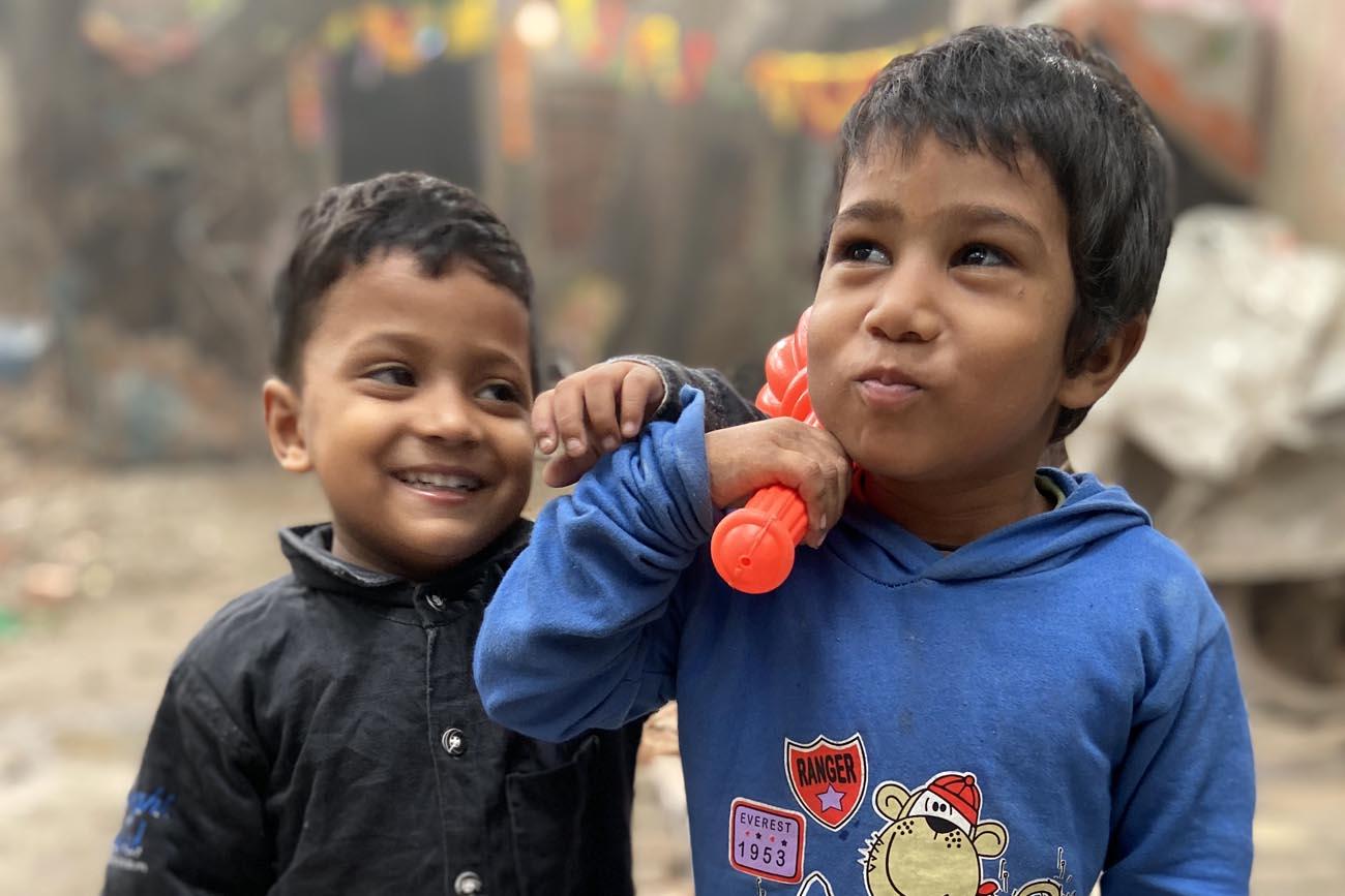 bambini che sorridono, viaggio in India